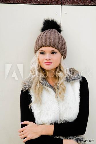 Красивые девушки фото в шапке (3)