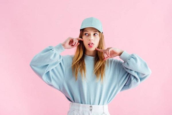Красивые девушки фото в шапке (4)