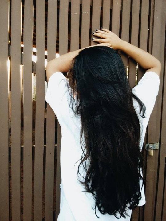 Девушка спиной с длинными волосами фото 2021 (12)