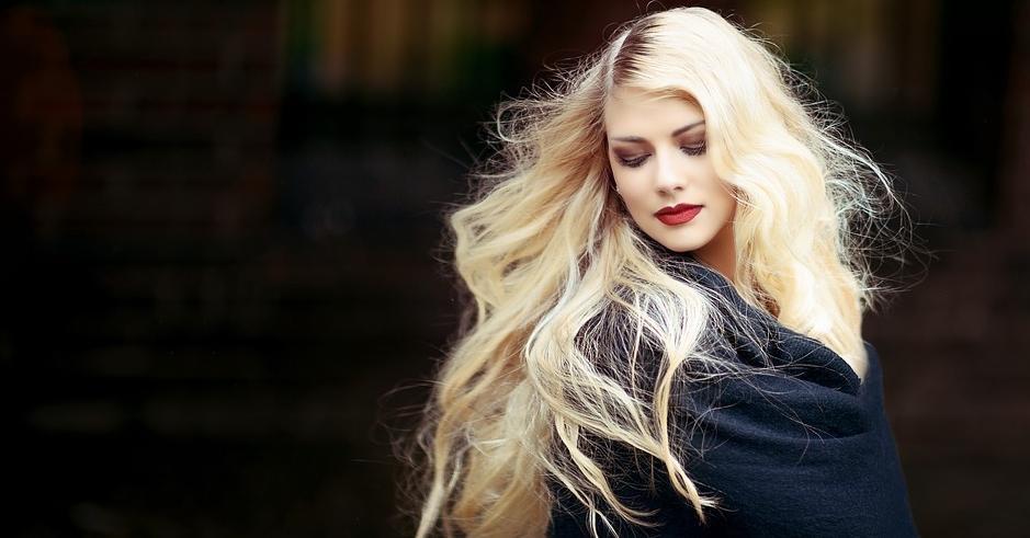 Девушка спиной с длинными волосами фото 2021 (19)