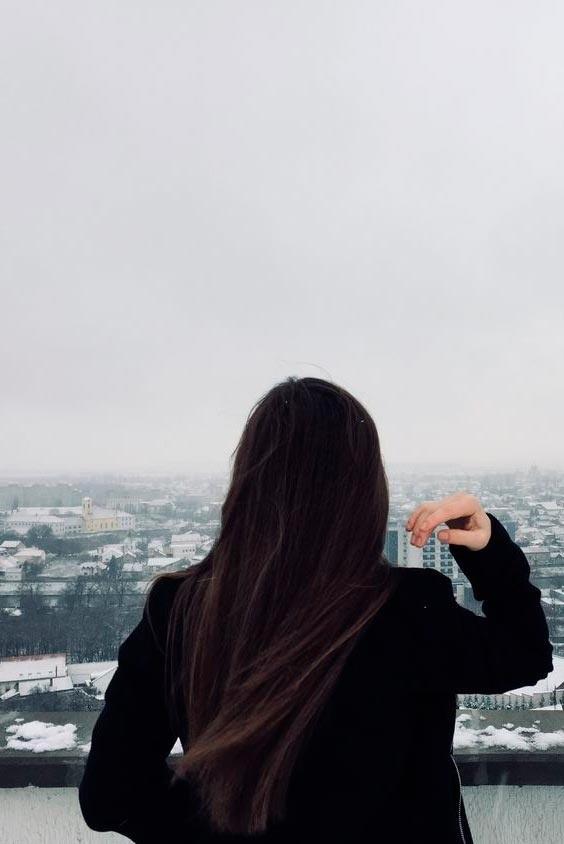 Девушка спиной с длинными волосами фото 2021 (2)