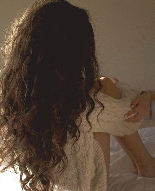 Девушка спиной с длинными волосами фото 2021 (22)