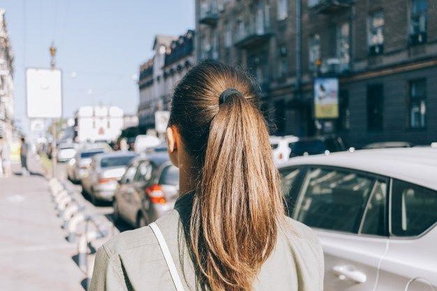 Девушка спиной с длинными волосами фото 2021 (28)