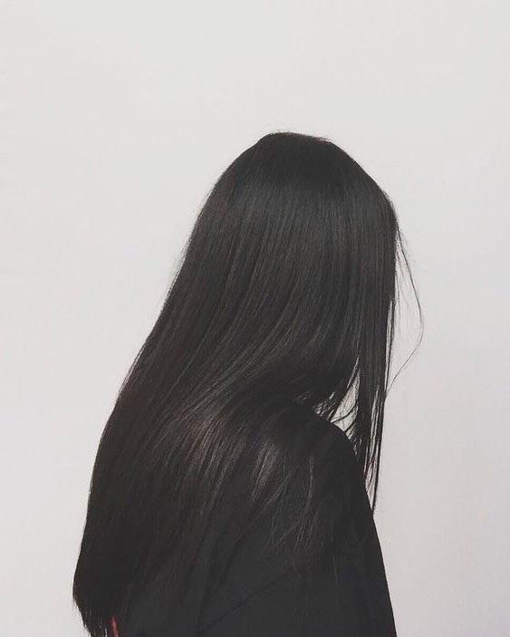 Девушка спиной с длинными волосами фото 2021 (4)