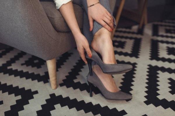 Красивые фото ножек в туфельках (27)