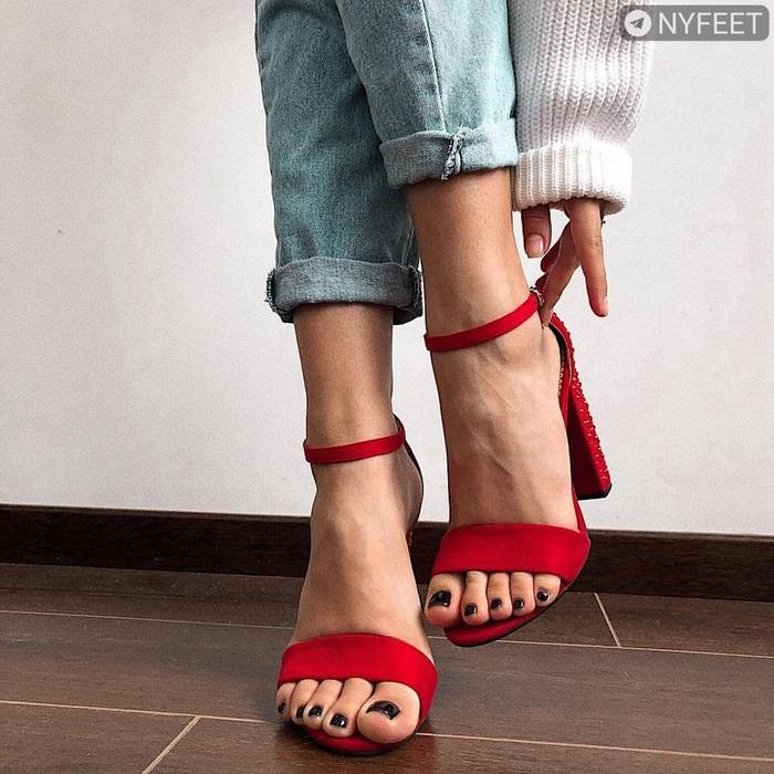 Красивые фото ножек в туфельках (6)