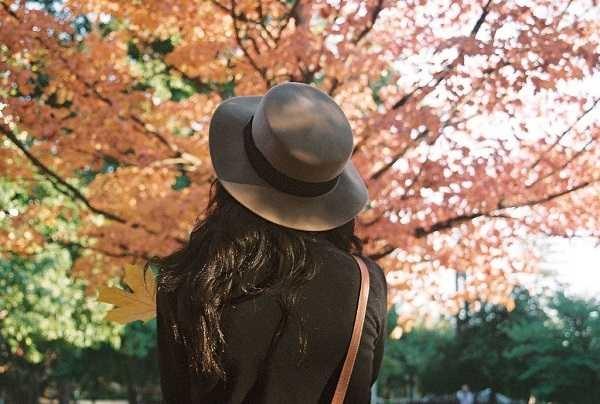 Романтичные фото девушек без лица (26)